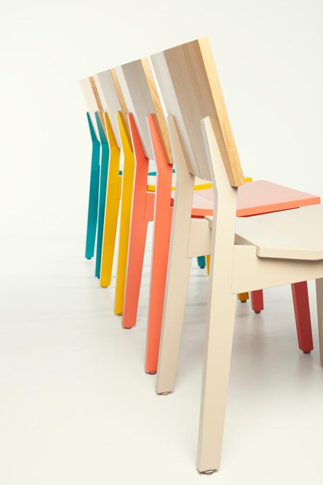 """Stuhl """"Hockn"""" in Farbe aus der Pühringer-Designlinie."""