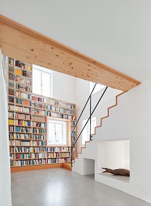 Bücherregal von Pühringer.